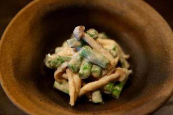 Fresh asparagus and shimeji salad with tofu cream sauce